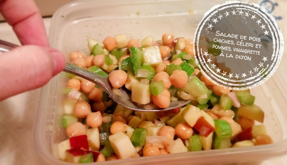 Salade de pois chiches, céleri et pommes, vinaigrette à la dijon - Auboutdelangue.com